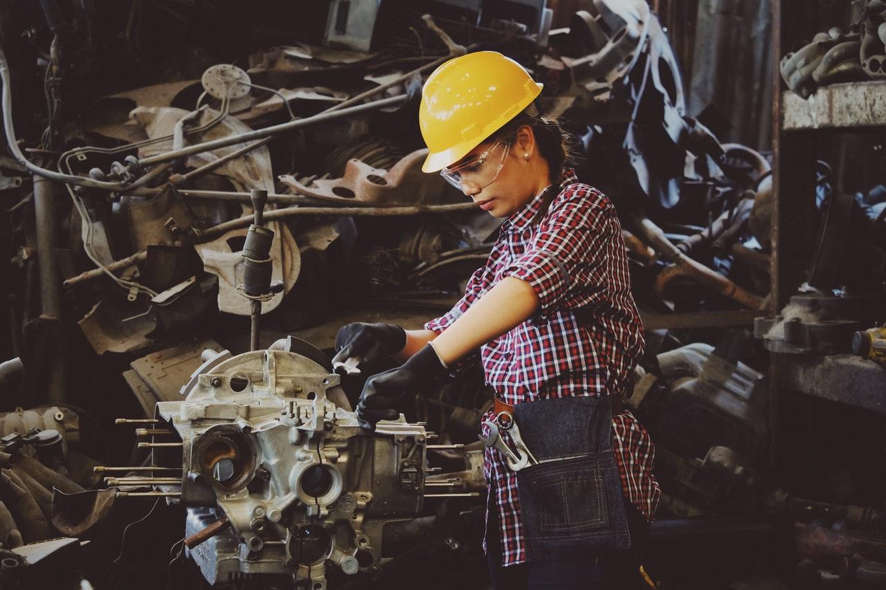 いすゞの期間工は女性でも働ける?仕事内容や女性の割合、職場の環境について解説!