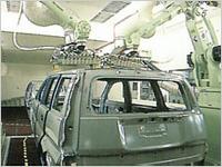 車体を機械で塗装している様子
